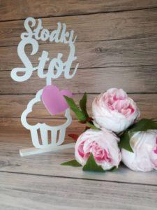 słodki stół, napis na słodki stół, słodki stół, dekoracja sali weselnej, weselne inspiracje, napisy weselne, napisy na wesele,