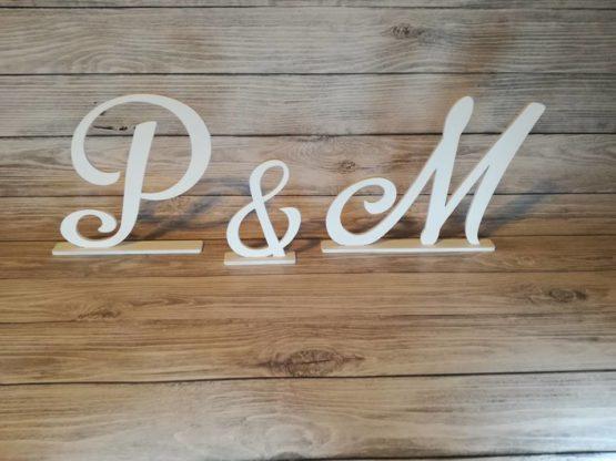 inicjały, inicjały na stół, inicjały państwa młodych, imiona na stół weselny, inspiracje weselne, weselne inspiracje, dekoracje weselne, napisy weselne, napisy na wesele