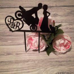 topper z motocyklem, topper motocykl, toppery, monogram, monogramy, dekoracja tortu weselnego, inspiracje weselne, napisy weselne, dekoracje na wesele,