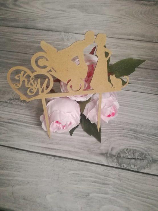 topper z motocyklem, topper, toppery, toppery z motocyklem, dekoracje na wesele, jak udekorować sale weselna, weselne inspiracje, dekoracja tortu, dekoracje na tort,