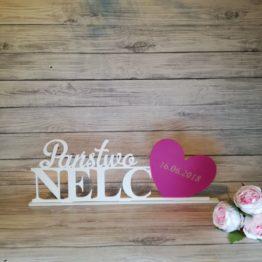 napis, napis z nazwiskiem, grawer, serce z grawerem, napis na stół, napisy weselne, weselne dekoracje, inspiracje na wesela, inspiracje weselne, dekoracja wesela