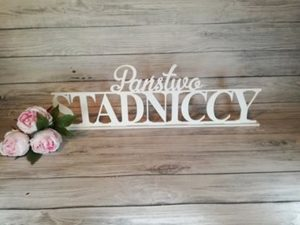 dekoracje na wesele, dekoracje weselne, jak udekorować sale weselną, dekoracje, dekoracja, udekorowanie wesela, inspiracje weselne, napisy weselne, napis na stół,