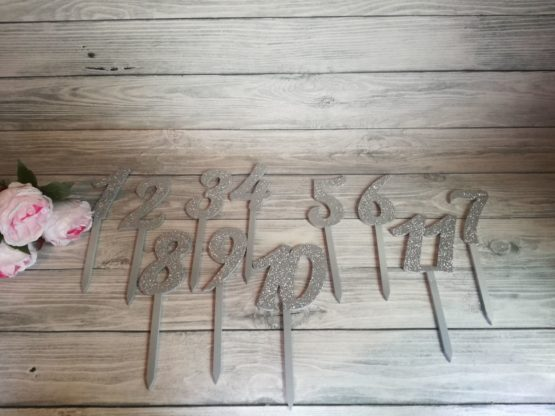 numery stołów-numery stołów na wesele, numeracja stołów, jak ponumerować stoły, dekoracje na wesele, dekoracje weselne, napisy na wesele, napisy ślubne,