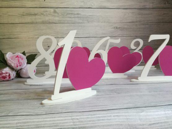 numery stołów, numeracja stołów, jak ponumerować stoły, jakie numery stołów na wesele, dekoracje na wesele, napisy ślubne, napisy weselne, jak udekorować stół weselny,