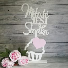 słodki stół, napis na słodki stół, miłość jest słodka, napisy na wesele, napisy ślubne, cuda z drewna, napisy slubne, dekoracje na wesele, dekoracje weselne