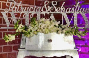 dekoracje glamour, glamour, dekoracje glamour na wesele, brokatowe dekoracje, napisy weselne, napisy na wesele