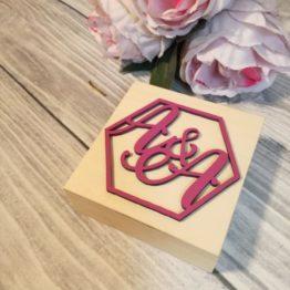 skrzyneczka na obrączki, skrzynka na obrączki, skrzyneczka na obrączki z inicjałami, heksagon na wesele, heksagony na wesele