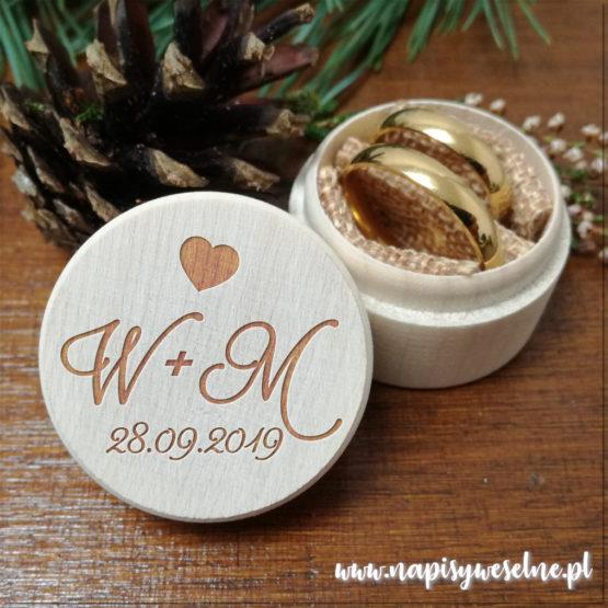pudełeczko na obrączki, pudełko na obrączki, drewniane pudełko na obrączki, drewniane pudełka na obrączki, grawerowane pudełka na obrączki, napisy weselne, napisy na wesele,